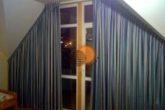 shtory-na-naklonnye-okna